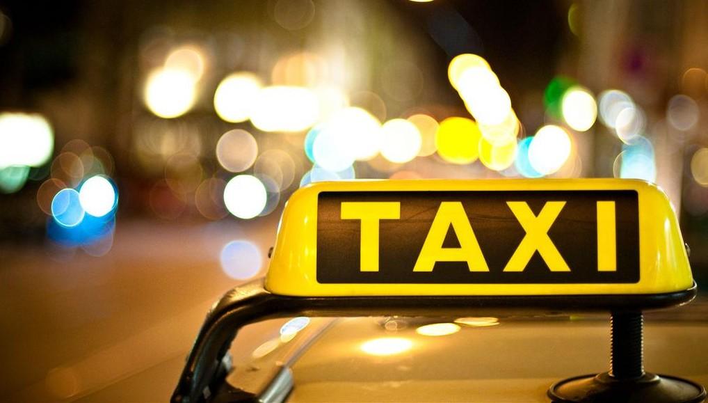 ¿Me pueden multar a mí si voy como pasajero en el taxi y no llevo el cinturón detrás?